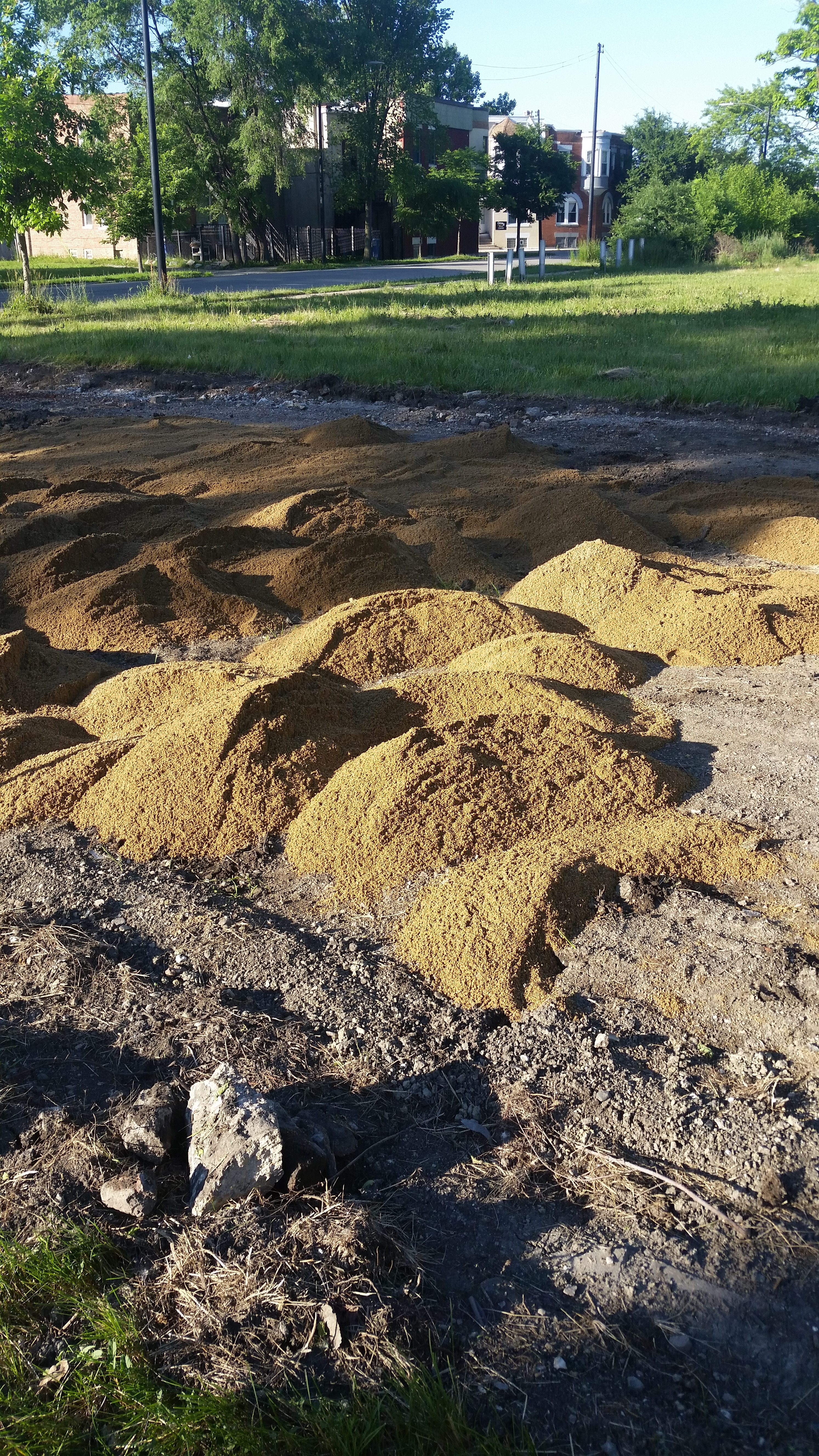 40 tons of sand were used in outdoor bed