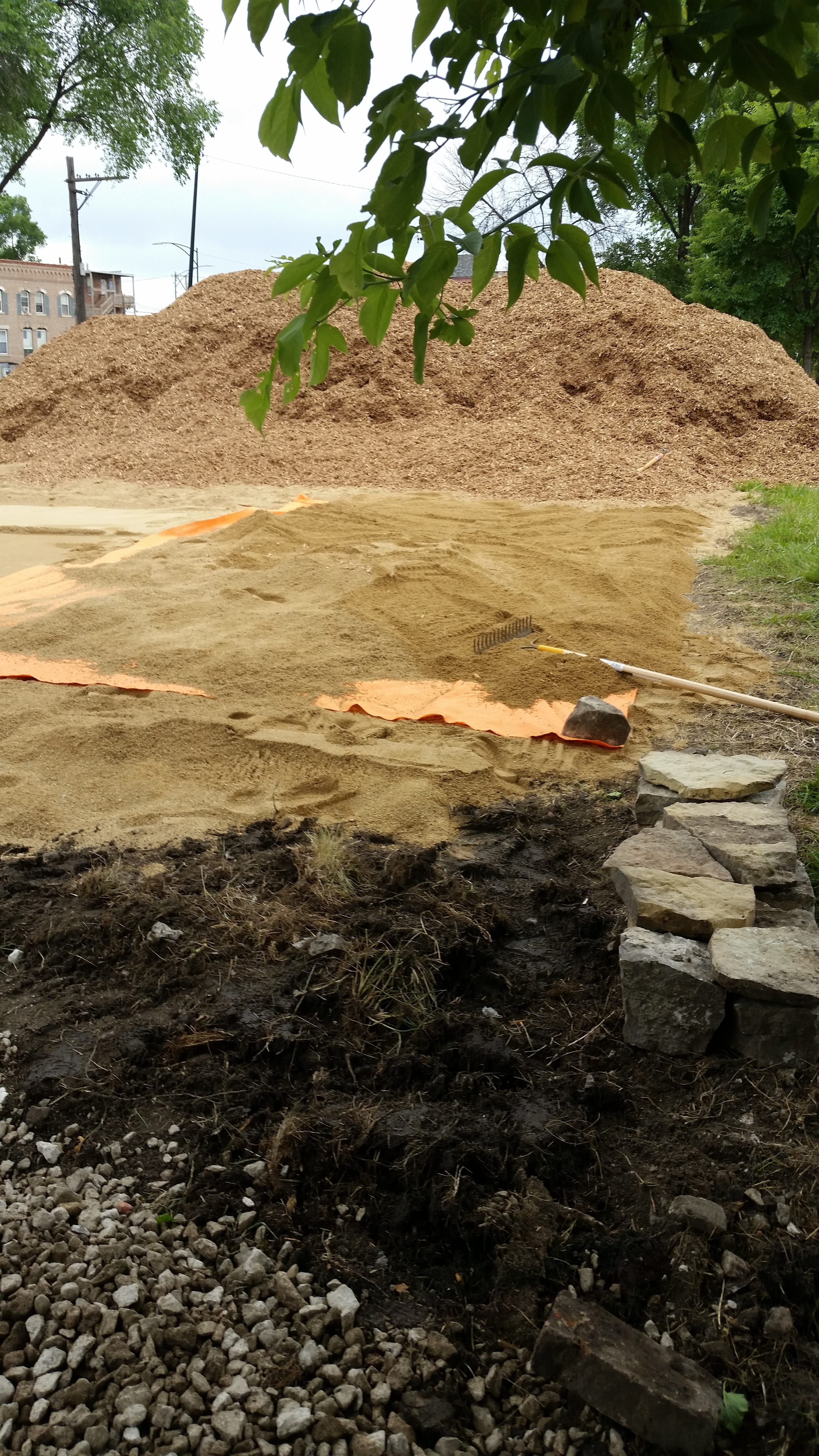covering liner with sand